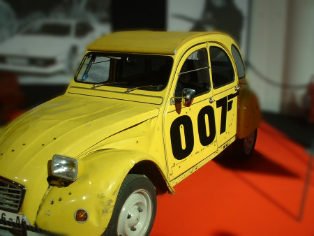 the citro n 2cv from for your eyes only the james bond dossier. Black Bedroom Furniture Sets. Home Design Ideas